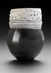 """Paula Shalan – """"slow pots"""" from local clay and recycled fuel"""